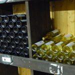 Regallager - Moselwein in Rot und Weiß